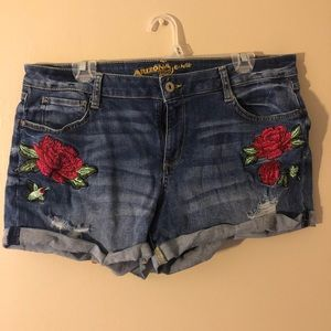 Arizona shorts with embroidery